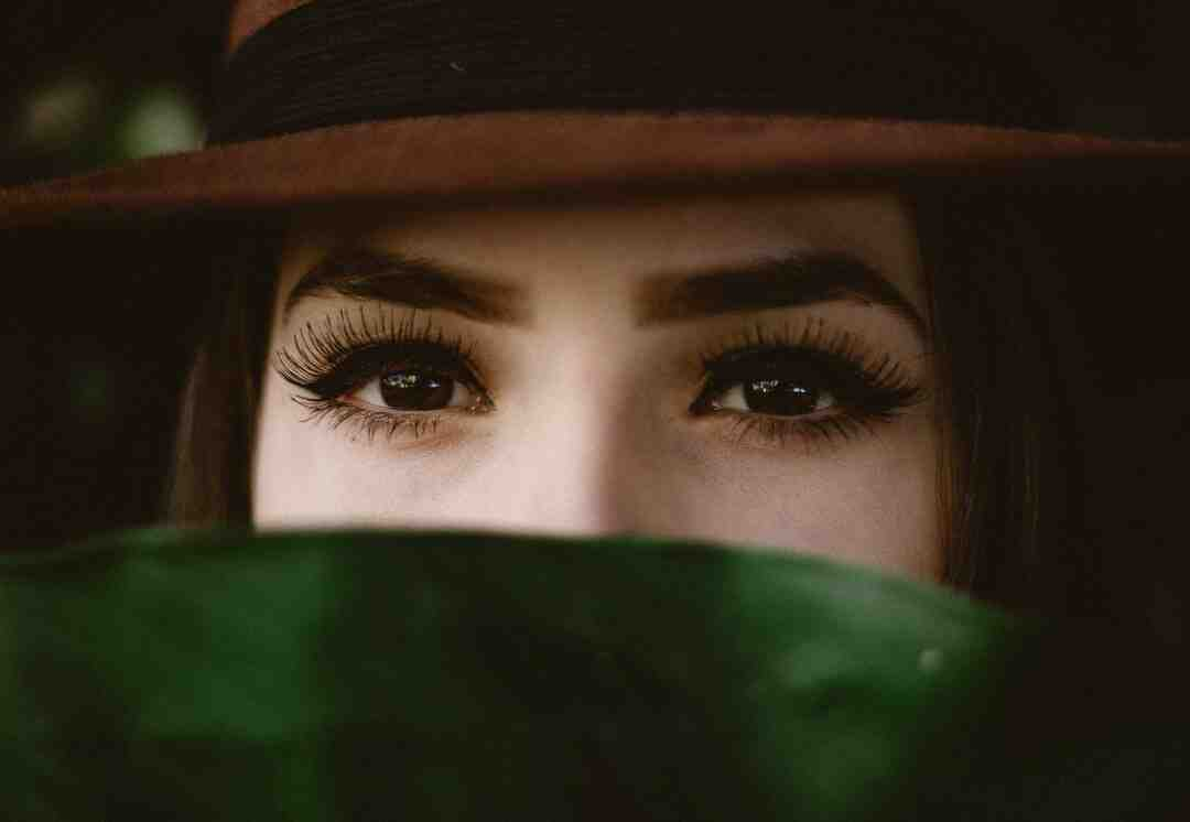 Comment se teindre les sourcils